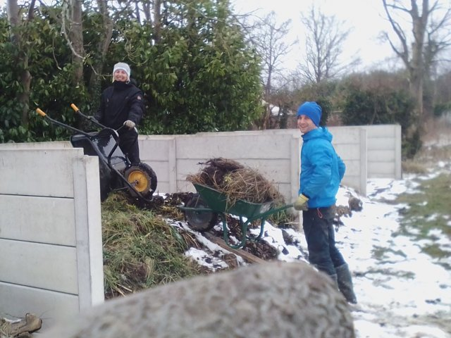 Carol and Nick hard at work on the snowy Land Army volunteer day
